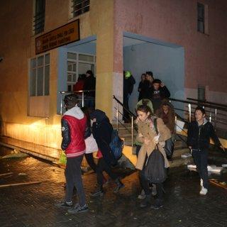 Fırtınada hasar gören pansiyondaki 38 öğrenci tahliye edildi!