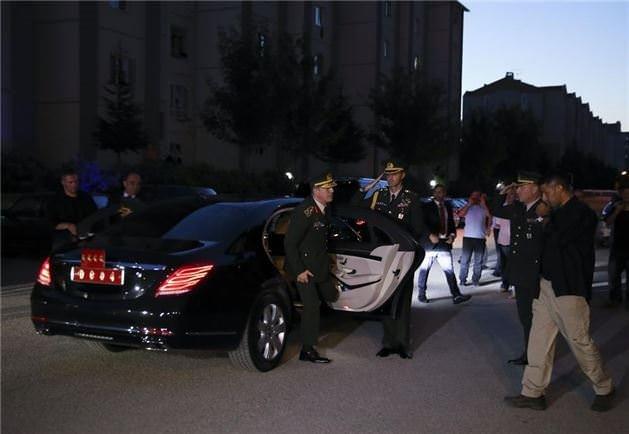 Genelkurmay Başkanı Akar,şehit Halisdemir'in evinde