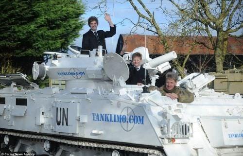Her gün tankla okula gidiyorlar