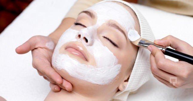 Cildi daha genç gösteren maske hazırlamanın yolları