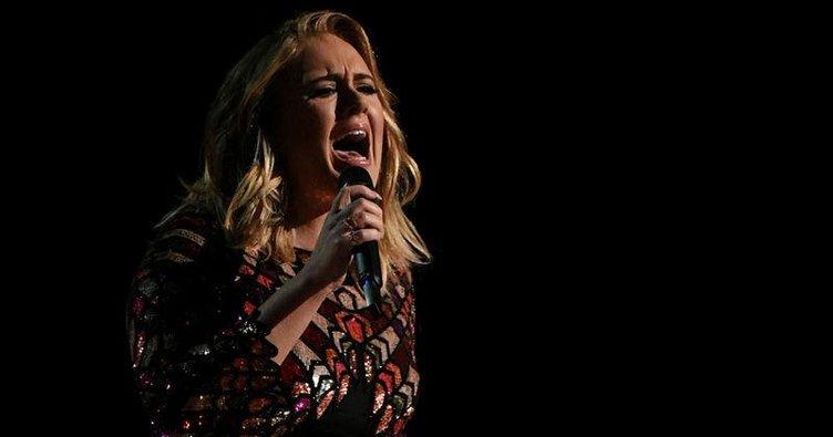 Adele'den üzücü haber! Ses telleri zarar gördü