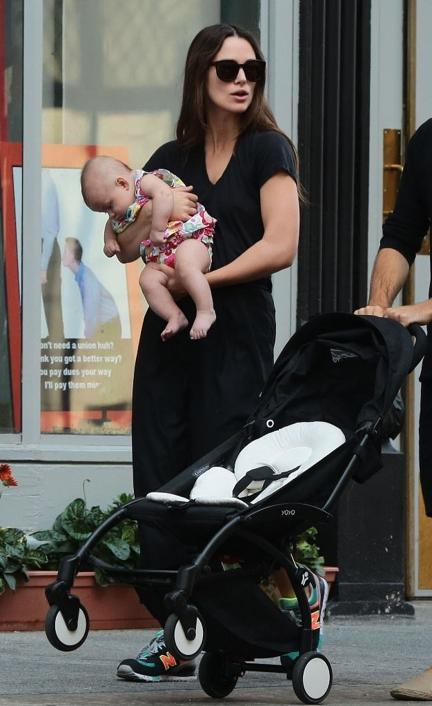 Oyuncu Keira Knightley kızıyla görüntülendi