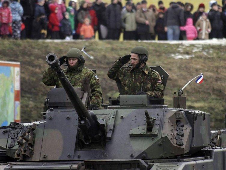 ABD'den Rusya sınırında gövde gösterisi