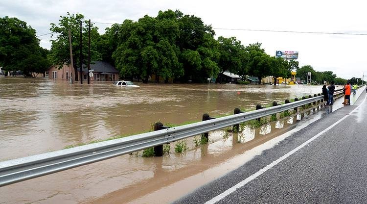 Meksika'yı hortum, Teksas'ı sel vurdu