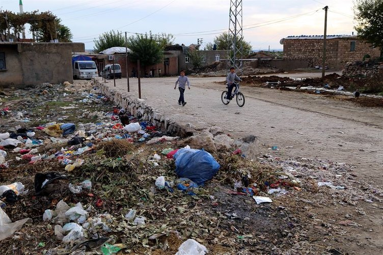 Sandıktan HDP çıkmayınca mahalleyi çöplüğe çevirdiler