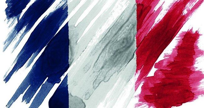 Fransa'da başörtülü kadına silahlı saldırı