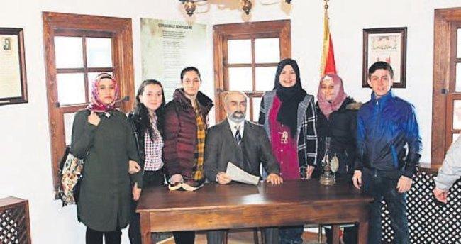 İstiklal şairi gençlere yol gösteriyor