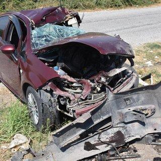 Aydın'da otomobil kamyona çarptı: 3 yaralı