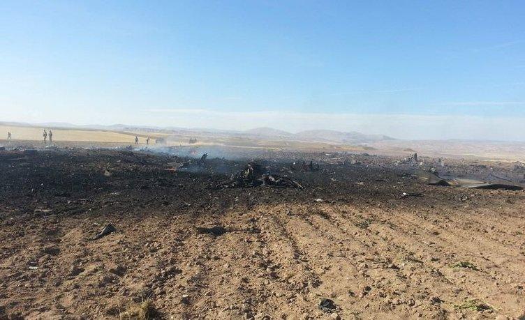 Sivas'ta askeri uçak düştü