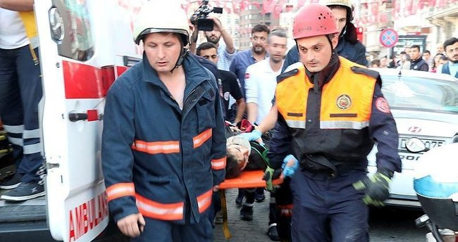 Metroya düşen genç kız ağır yaralandı