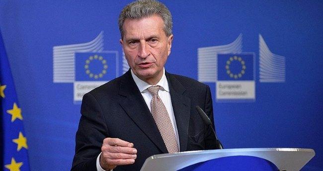 Oettinger gaflarından dolayı özür diledi