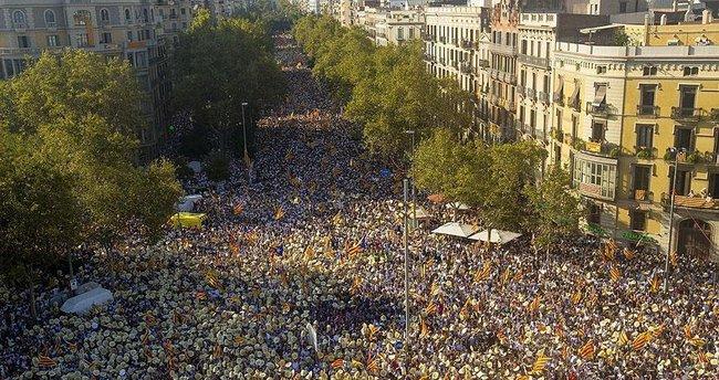 Katalonya'nın bağımsızlık talebi sokaklara yansıdı