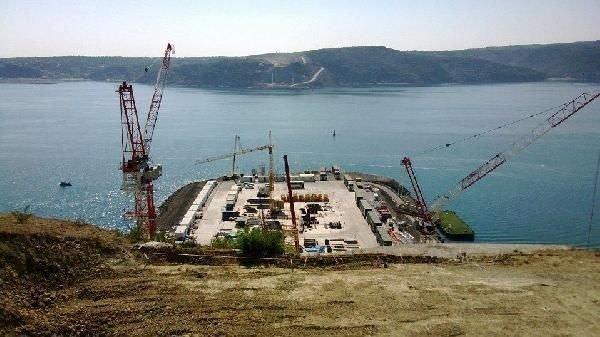 Yeni köprünün ayaklarından boğaz manzarası