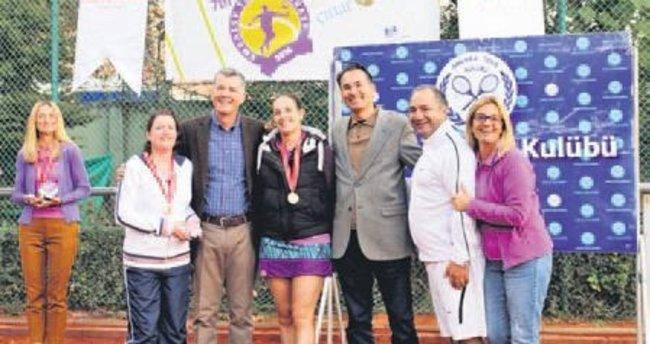 Büyükelçiler turnuvada ter döktü
