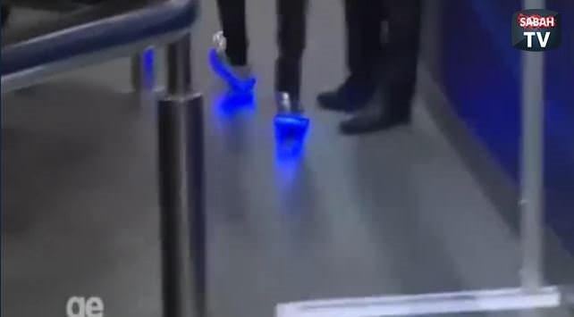 Neymar'ın renkli ayakkabısı