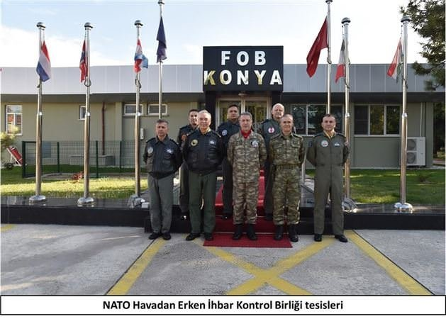 Orgeneral Akar, F-16 pilotları ile görüştü