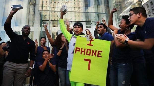 iPhone 7 için 23 gün sokakta yaşadı
