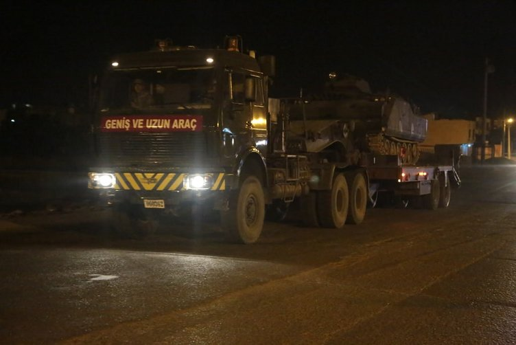 Askeri konvoy Silopi'ye 'Ölürüm Türkiyem' eşliğinde girdi