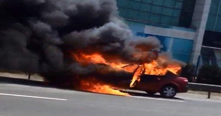 Yenibosna'da araç yandı!