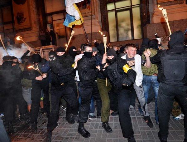 Kiev'de bu kez Rus karşıtları kapıştı