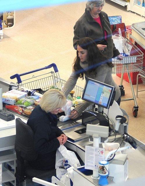 Kate Middleton alışverişte görüntülendi