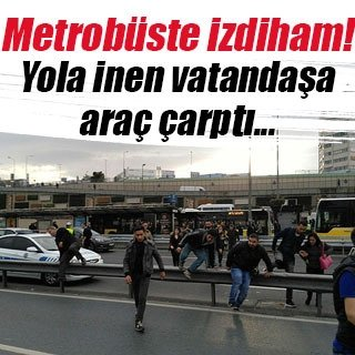 Metrobüs durağında izdiham
