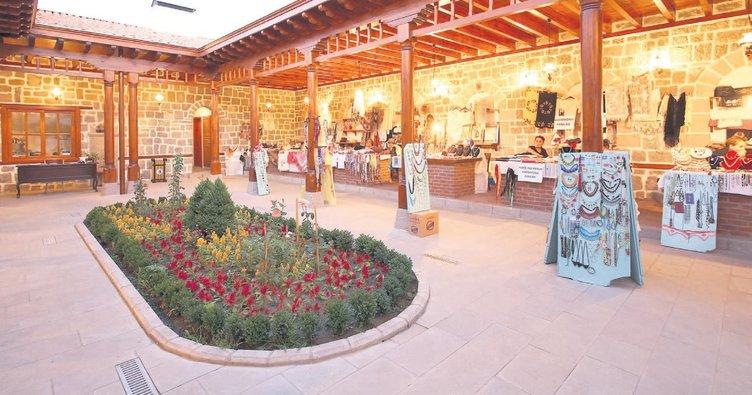 El ürünleri pazarı hamam'ın gözdesi