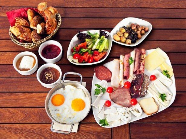 Kahvaltıda bunları yemek büyük zarar