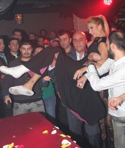Tuğba Özerk 6 kırıkla sahneye çıktı
