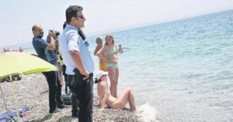 Rus yüzücü denizde 3 saat kalınca...