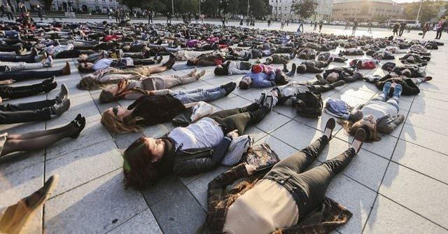 Bu ülkede insanlar intihar ediyor!