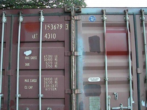 Hurda konteynerden şahane ev yaptı