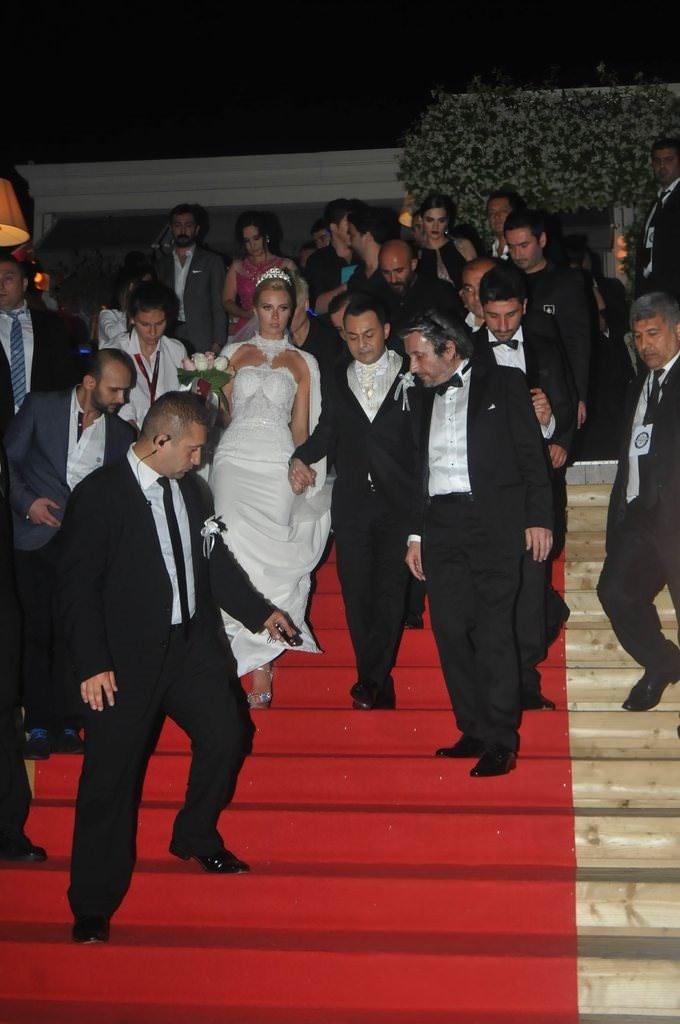 Serdar Ortaç'dan erkek hayranlarına evlilik tavsiyesi