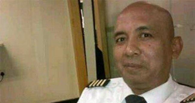 Kayıp uçağın pilotu bir kahraman mı?