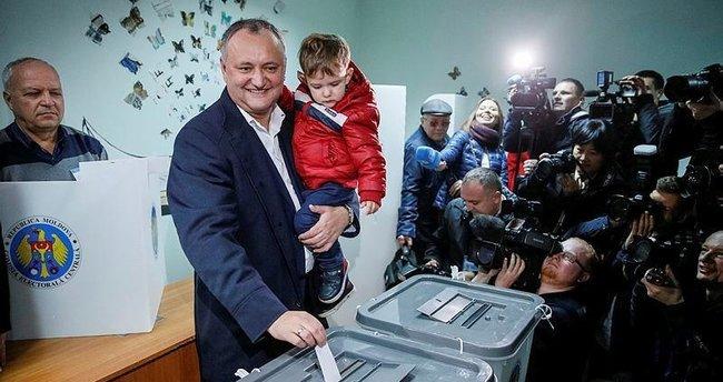 Rusya yanlısı Sosyalist lider seçimi kazandı
