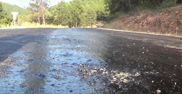 Aşırı sıcak asfalt eritti