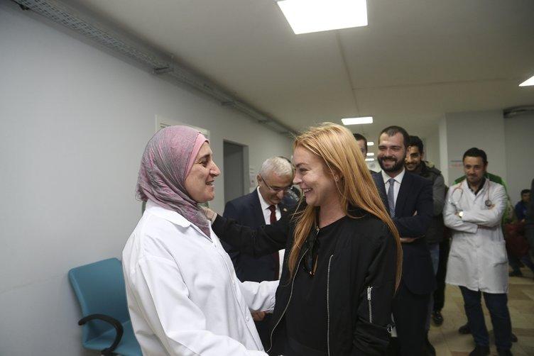 Hollywood yıldızı Lohan Sultanbeyli'deki Suriyelileri ziyaret etti