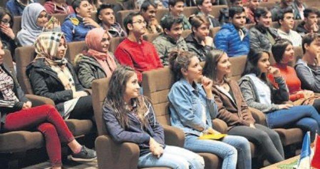 Üniversite adayları HKÜ'yü tanıyor