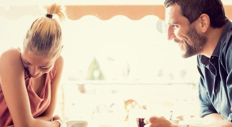 Sizi sevdiğini gösteren 16 ipucu