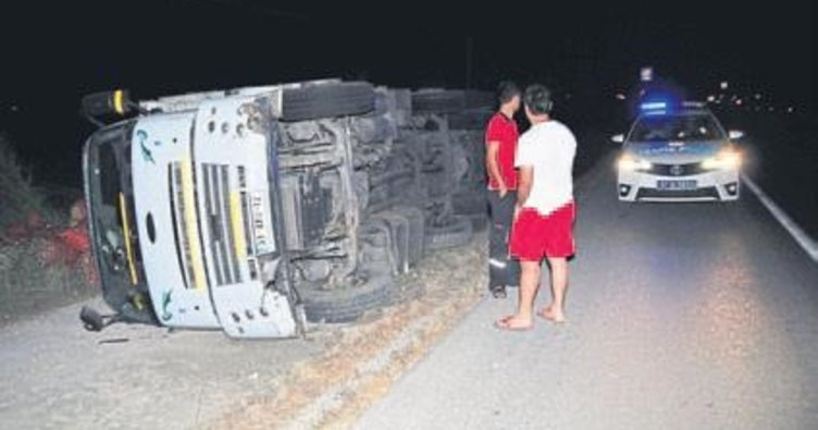 Manavgat'ta soğan kamyonu devrildi