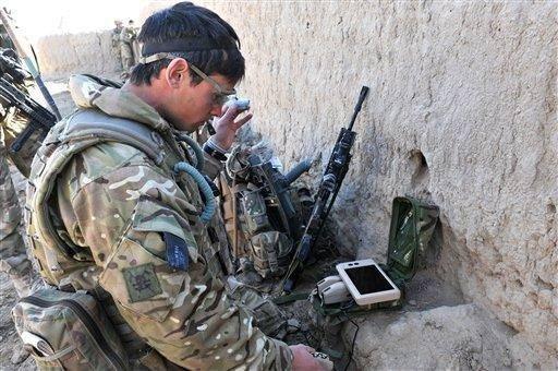 İngiliz ordusunun yeni kozu mini İHA Black Hornet
