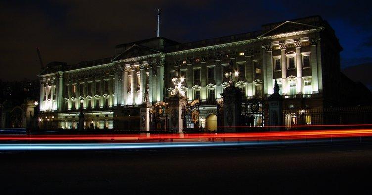 İngiltere'nin gözü sarayda! Kraliyet ailesinden acil toplantı!