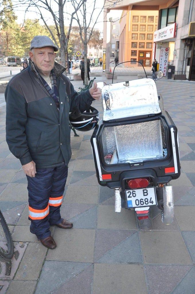 Kaportacıdan yemek taşıyan kuryeler için 'Kabin içi ısıtma aparatı'