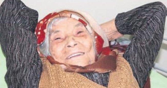 Çiğli'nin en yaşlı hastası Ayşe nine