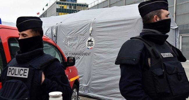 Paris'te polis şiddetine karşı protesto