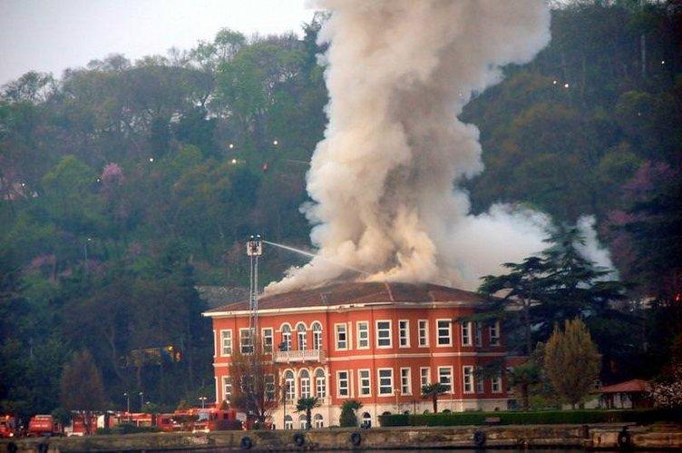 Tarihi yalıda yangın