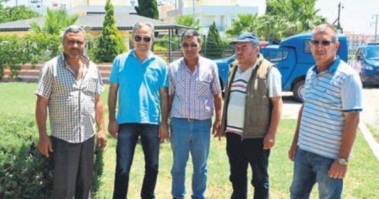 Manavgat'ta minibüsçüler yol kapattı