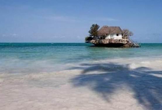 Okyanus ortasında ada restoran