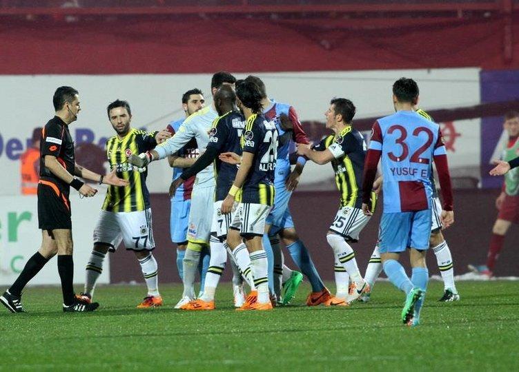 Olaylı Trabzonspor-Fenerbahçe maçından kareler