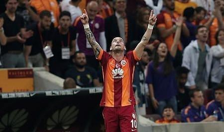 Sneijder veda etti!